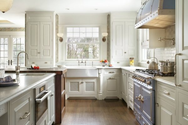 лёгкий прованс на кухне в частном доме