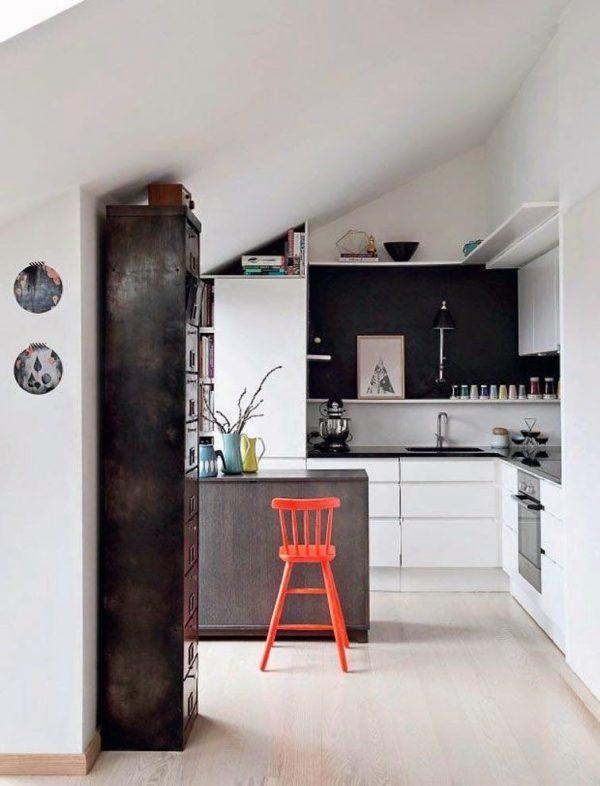 кухня под крышей в частном доме