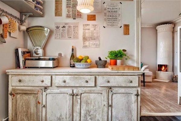 весы как декор на кухне в деревенском стиле