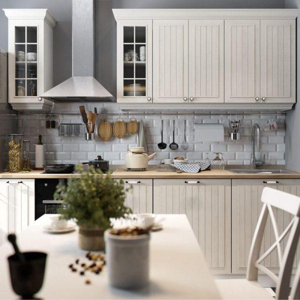 белый гарнитур на кухне кантри