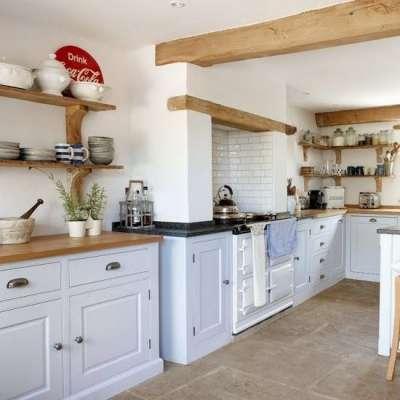 светлый интерьер кухни в стиле кантри