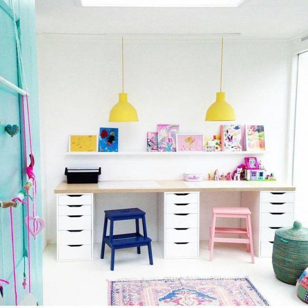 длинный стол для учёбы в детской для двоих