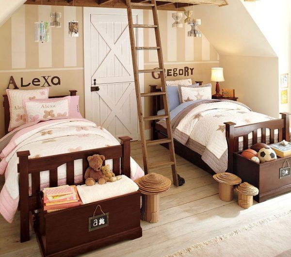 детская комната с деревянными кроватями