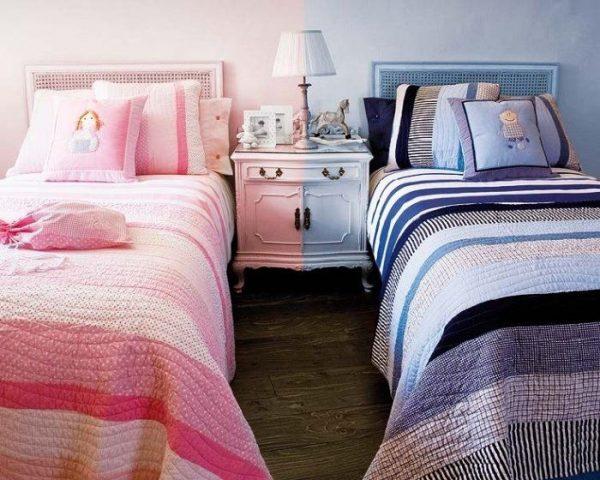 две кровати в детской для девочки и мальчика
