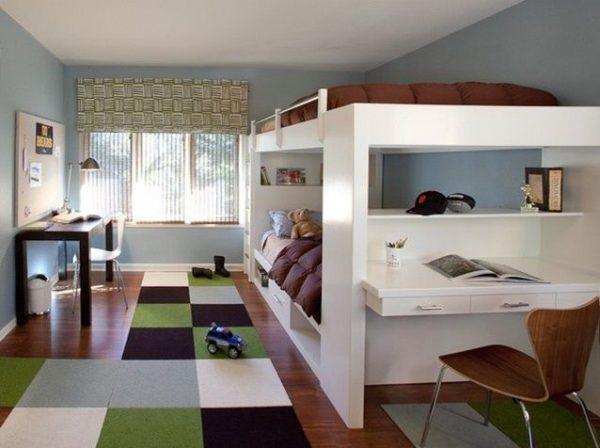 двухъярусная кровать в детской для двоих
