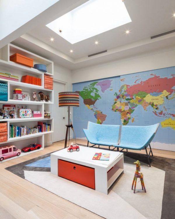 карта мира на стене в детской для двоих