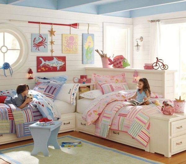 декор стен в детской для двоих детей
