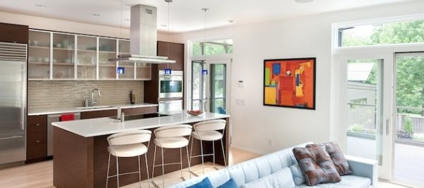 картины на стене в кухне гостиной