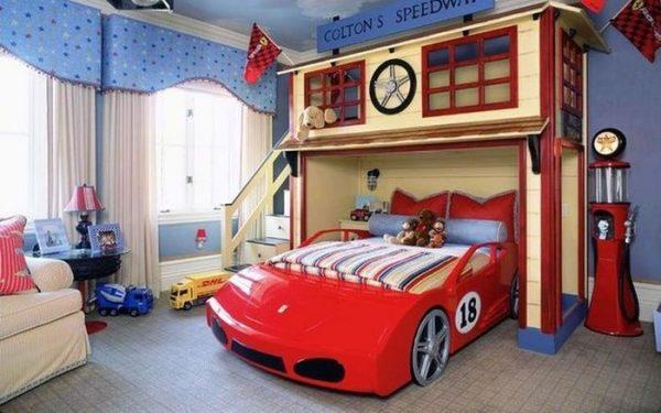 детская комната с кроватью машинкой