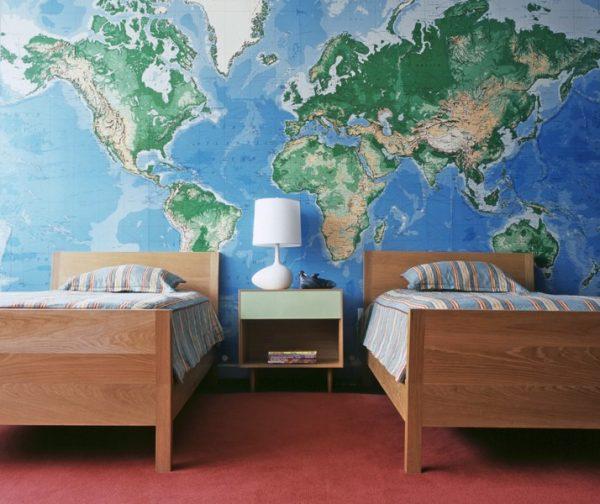 карта мира на стене детской