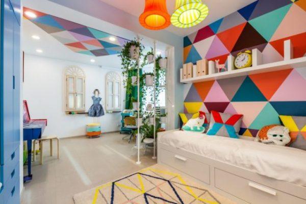 яркий интерьер детской комнаты