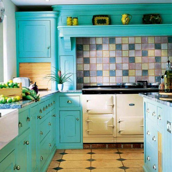 бирюзовый фасад гарнитура на кухне