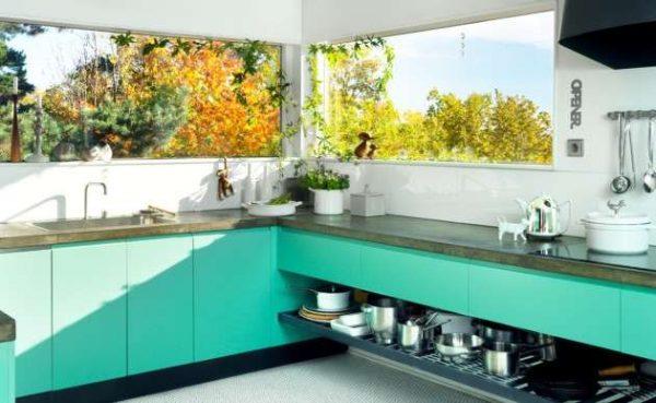 бирюзовые нижние шкафы кухни