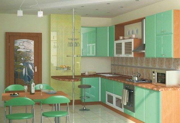 бирюзовая кухня с коричневой мебелью