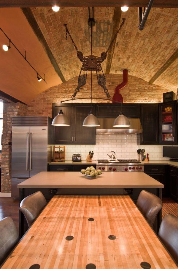 полукруглый потолок кирпичный на кухне в стиле лофт