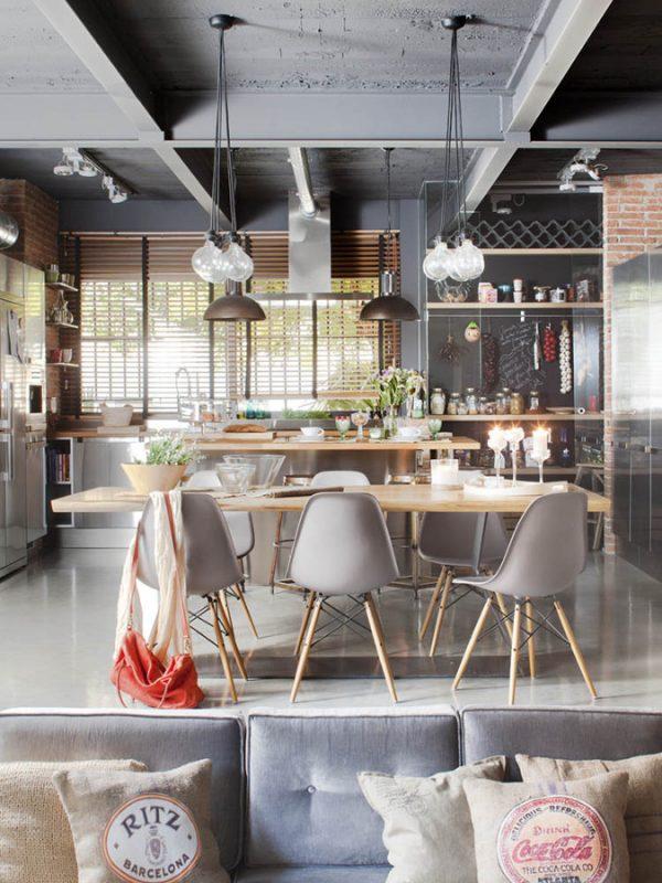 бетонный потолок с металлическими балками на кухне в стиле лофт