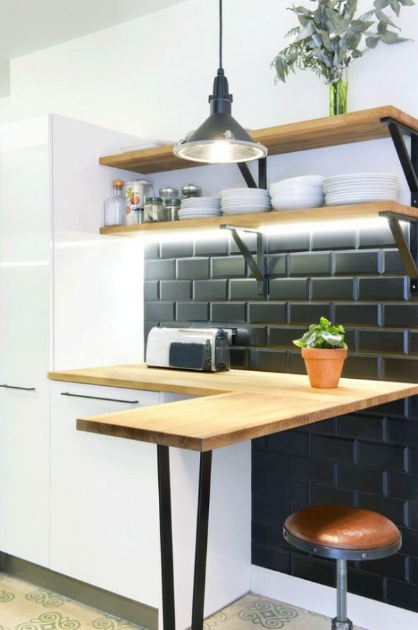 современная кухня с барной стойкой