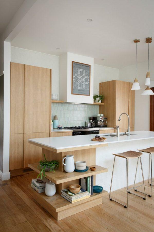 открытые полки на кухне в столе