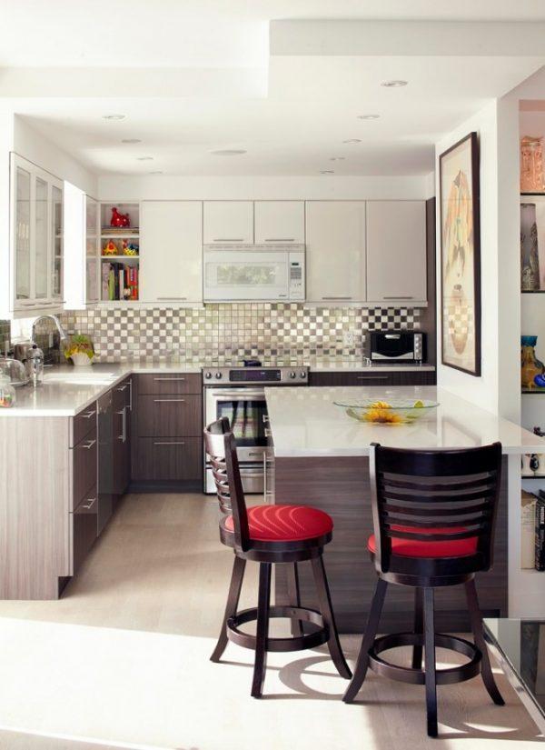 компактный гарнитур в интерьере кухни студии