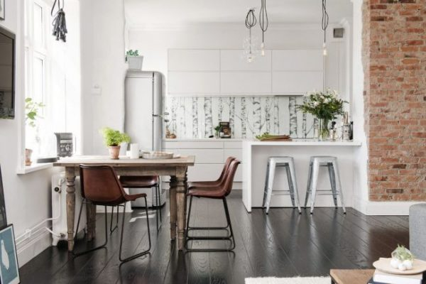 скандинавская кухня с барной стойкой и столом
