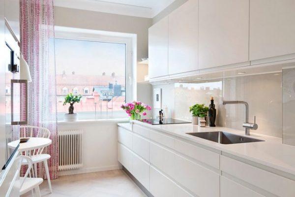 полупрозрачные шторы на кухне в скандинавском стиле
