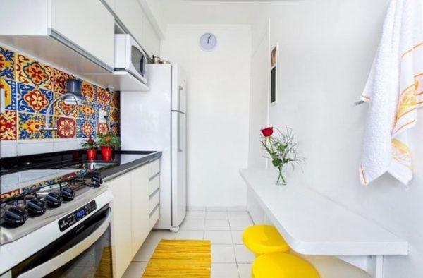 ваза с цветами в хрущёвке на кухне