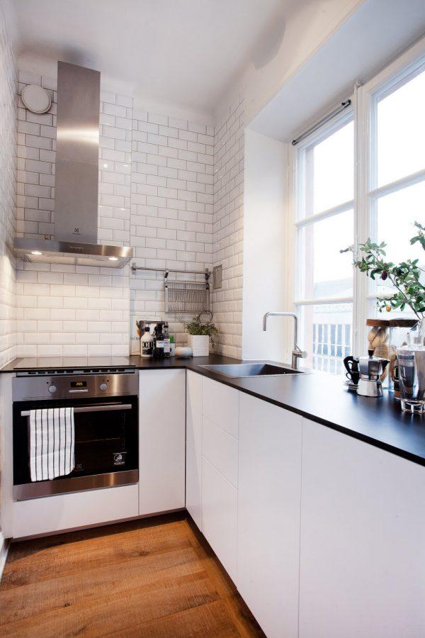 плитка белая кабанчик на кухне хрущёвке