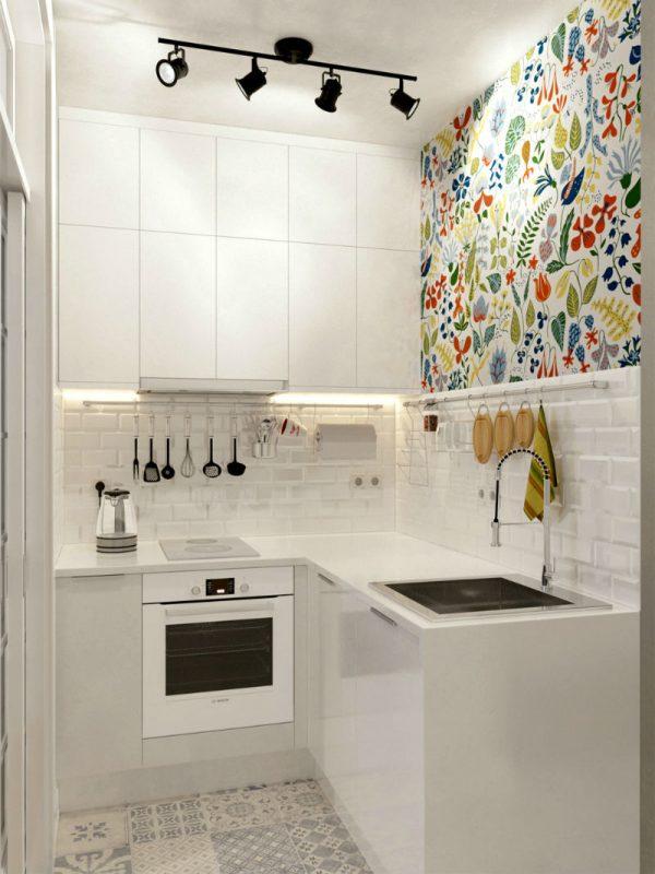 интерьер маленькой кухни в хрущевке с обоями на стене