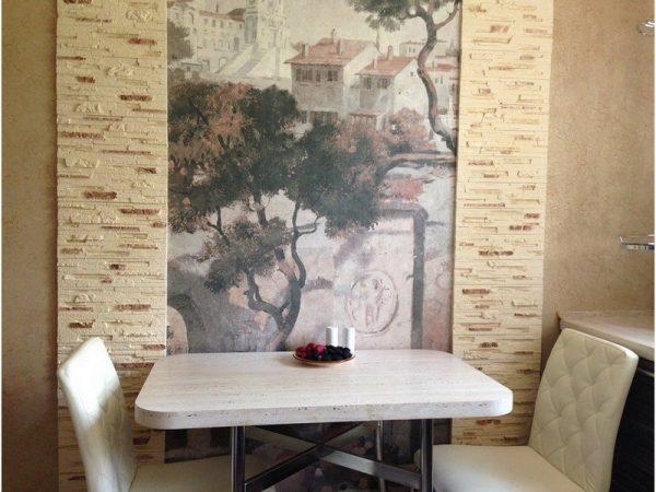 фотообои на стене маленькой кухни в хрущёвке