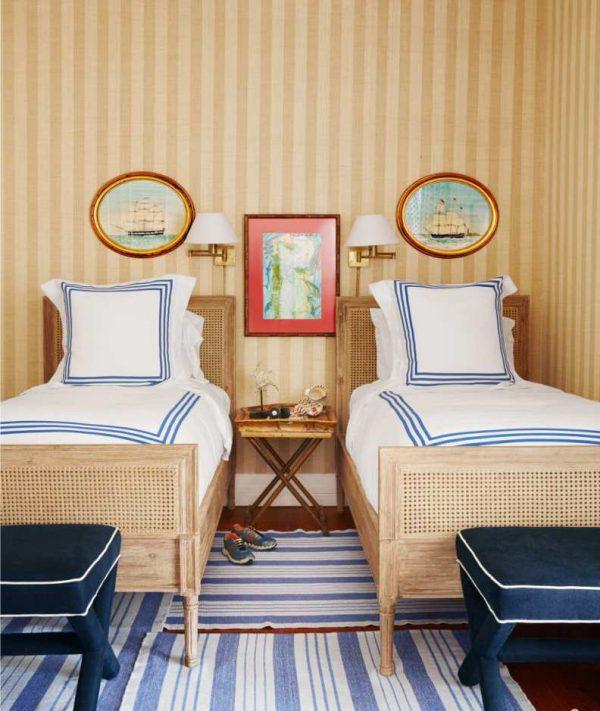 лаконичный интерьер детской комнаты мальчика в морском стиле