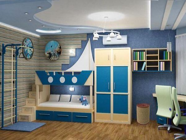 двухъярусная кровать и шкаф в детской в морском стиле
