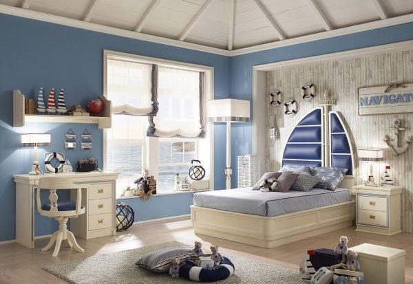 светлая мебель для детской в морском стиле