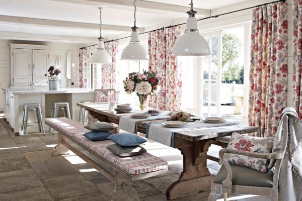 шторы с розами в интерьере кухни в стиле прованс