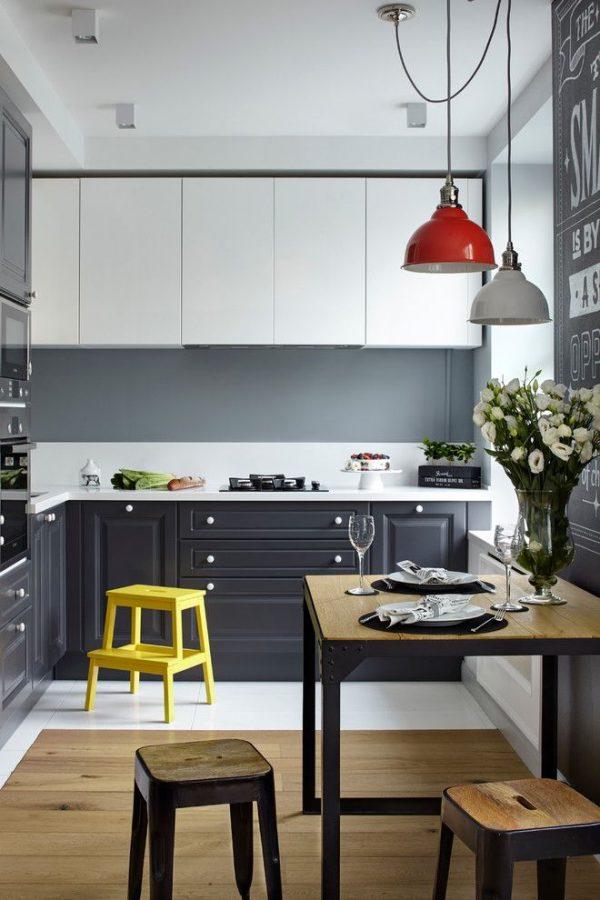 красный и белый светильник в интерьере современной кухни