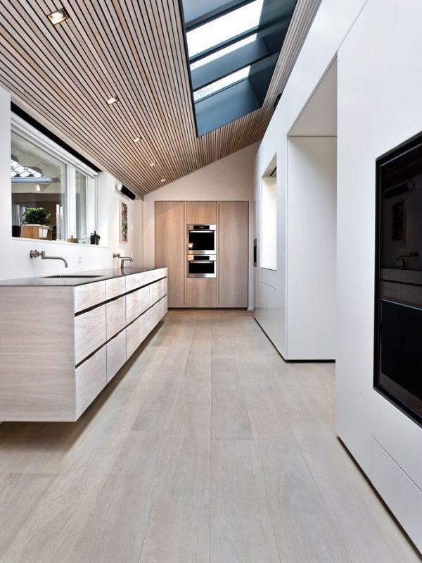 окно в крыше кухни на мансарде