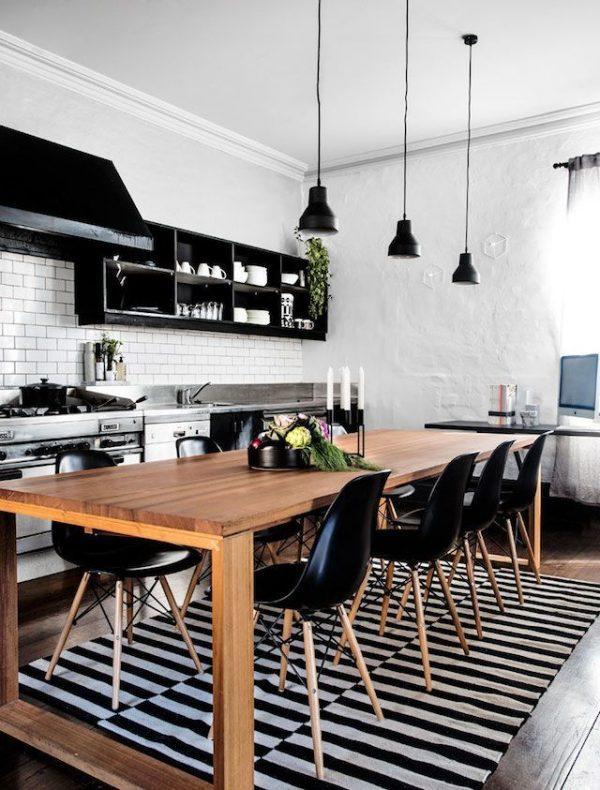 белая штукатурка на стенах кухни