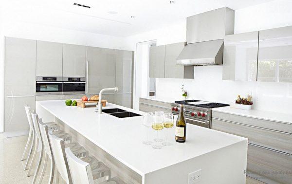 глянцевая кухня белая