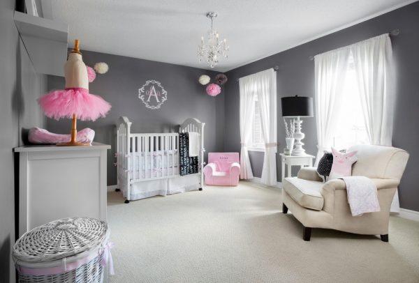 серый в комнате для девочки