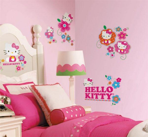 кошечка китти в детской комнате для девочки
