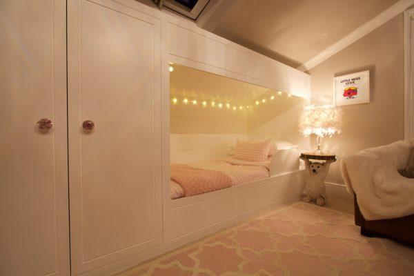 функциональный шкаф с кроватью в детской девочки