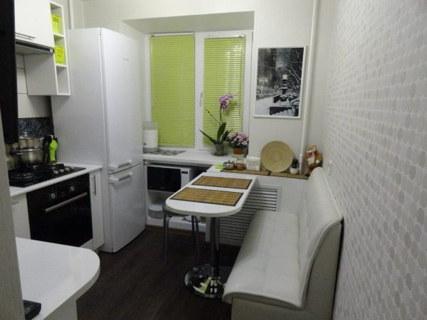 оформить кухню с диваном