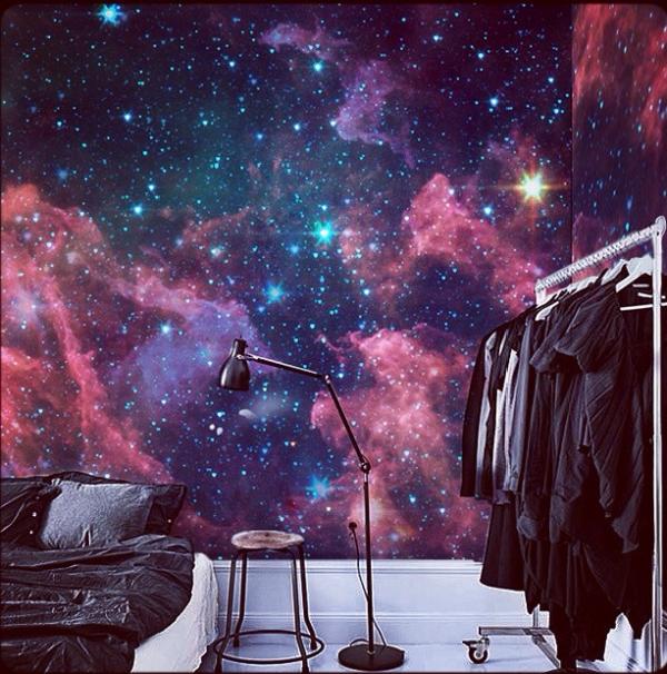 космос на фотообоях в комнате девочки подростка