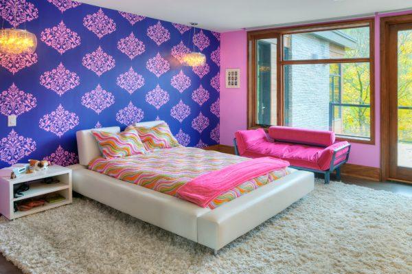 фиолетовые обои в детской девочки подростка с розовым принтом