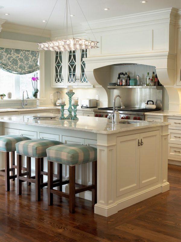 белая кухня классика с барной стойкой