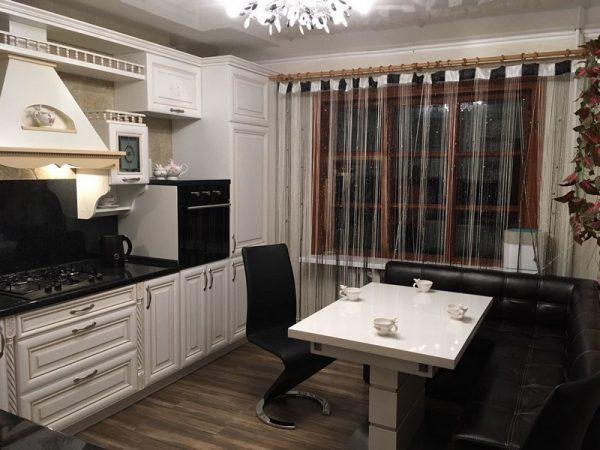 кантри на кухне в городской квартире