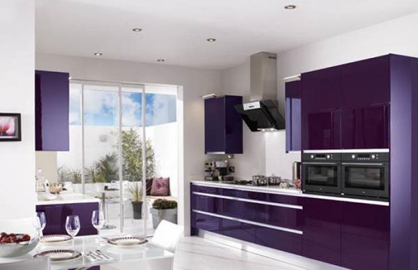фиолетовая прямолинейная кухня