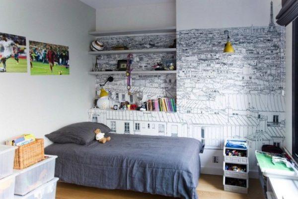 рисунок в детской комнате у кровати
