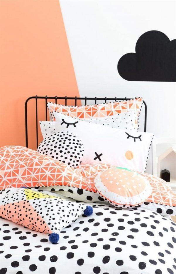 акцентная стена персиковая в детской