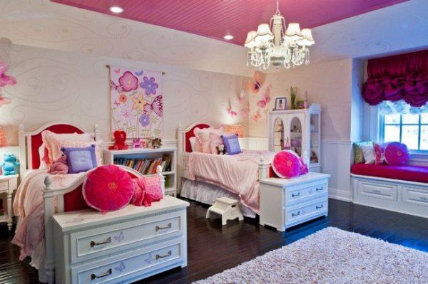 фиолетовые шторы в розовой комнате