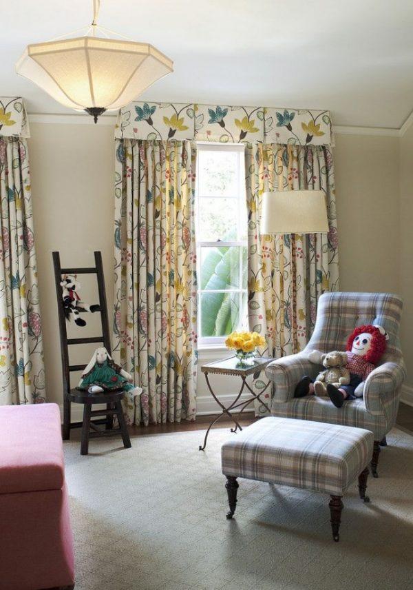 прямые шторы с ламбрекеном в детской